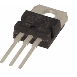 - 7805 Voltaj Regülatörü